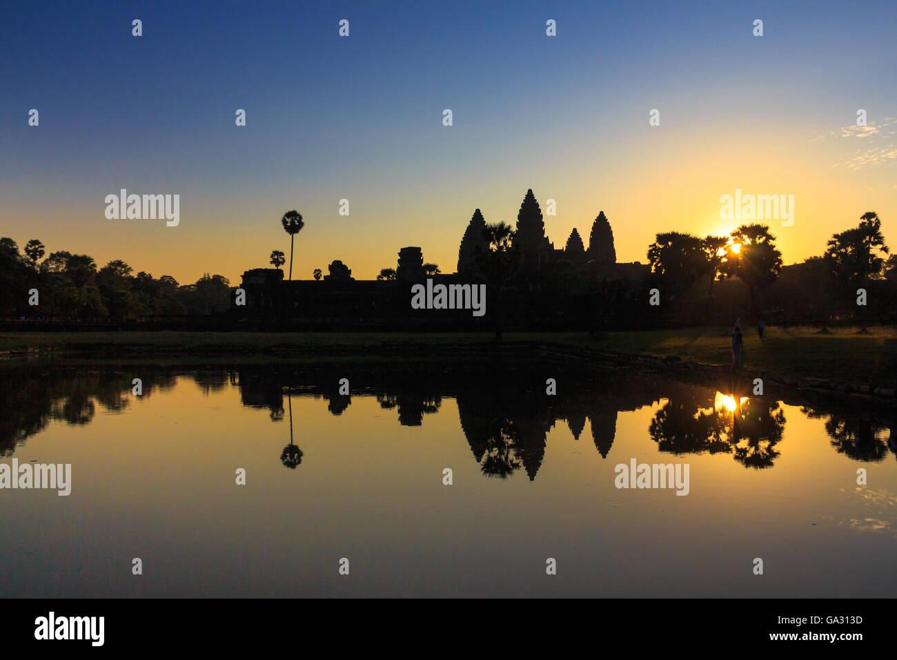 Lever du soleil sur Angkor Wat à Siem Reap, Cambodge, qui est un patrimoine Banque D'Images