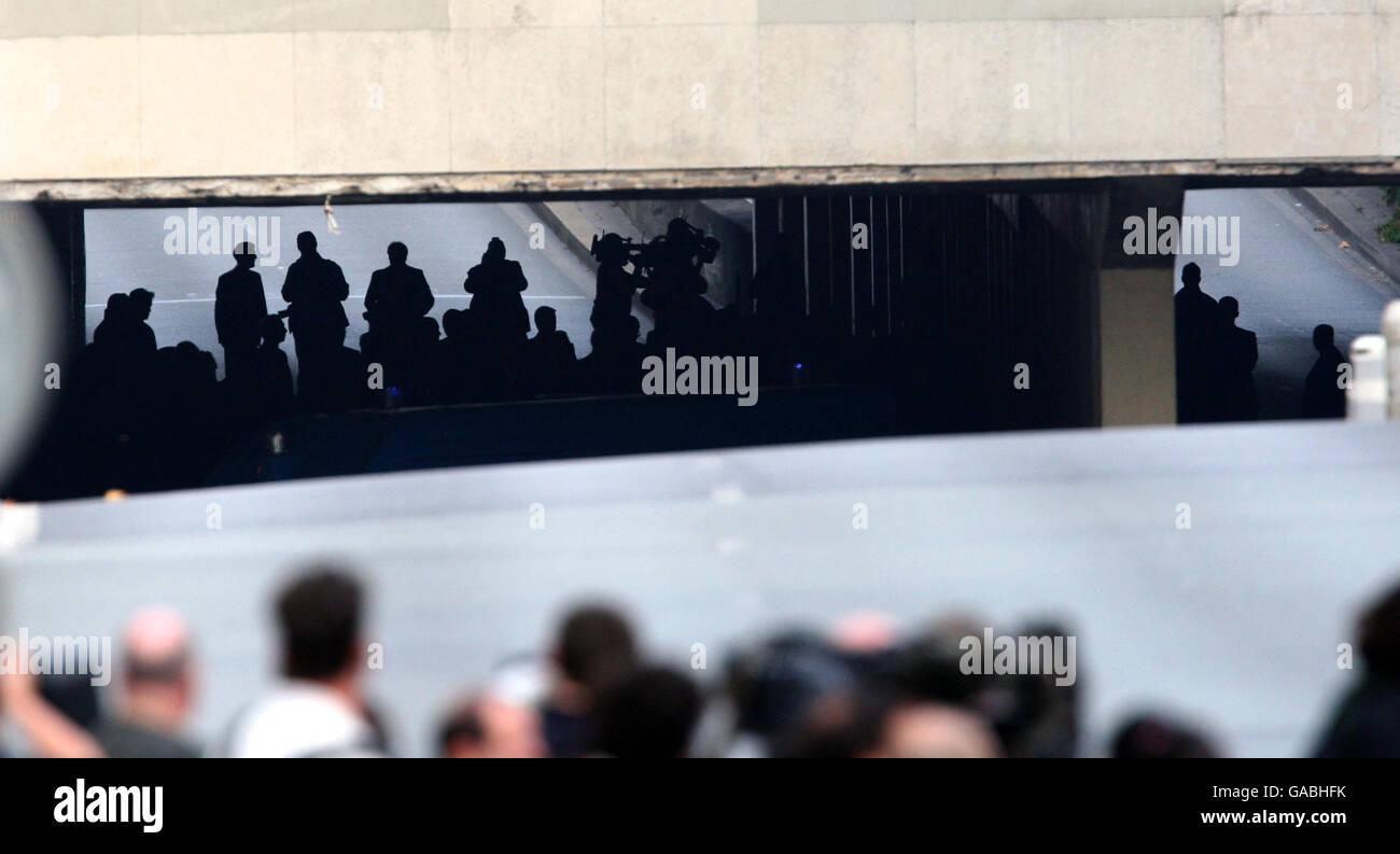 Le jury de l'enquête sur les décès de Diana, la princesse de Galles et Dodi Fayed dans le tunnel de Pont de l'Alma à Paris où la Mercedes dans laquelle le couple voyageait s'est écrasée. Banque D'Images