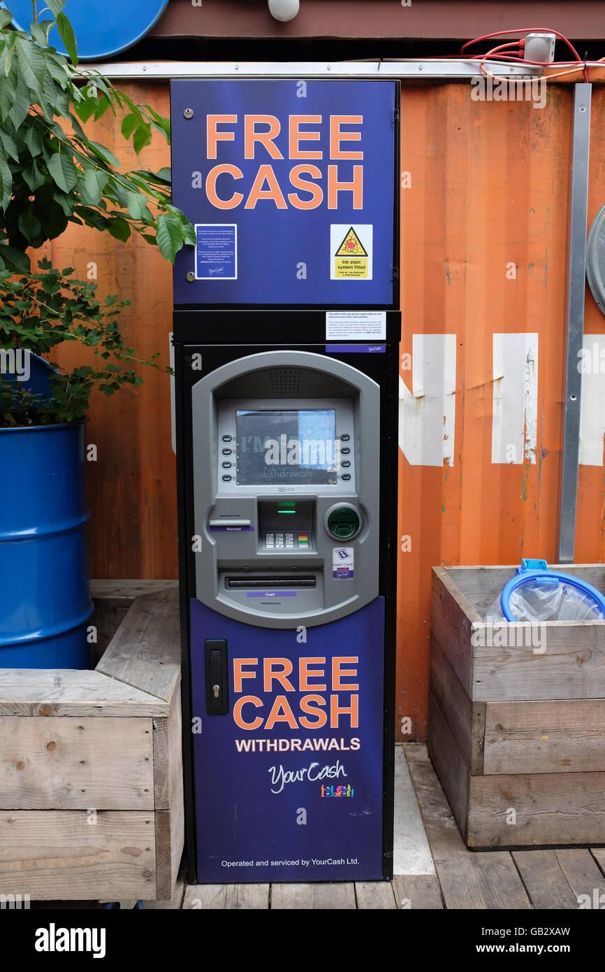Un distributeur de billets à Londres, en Angleterre. Banque D'Images
