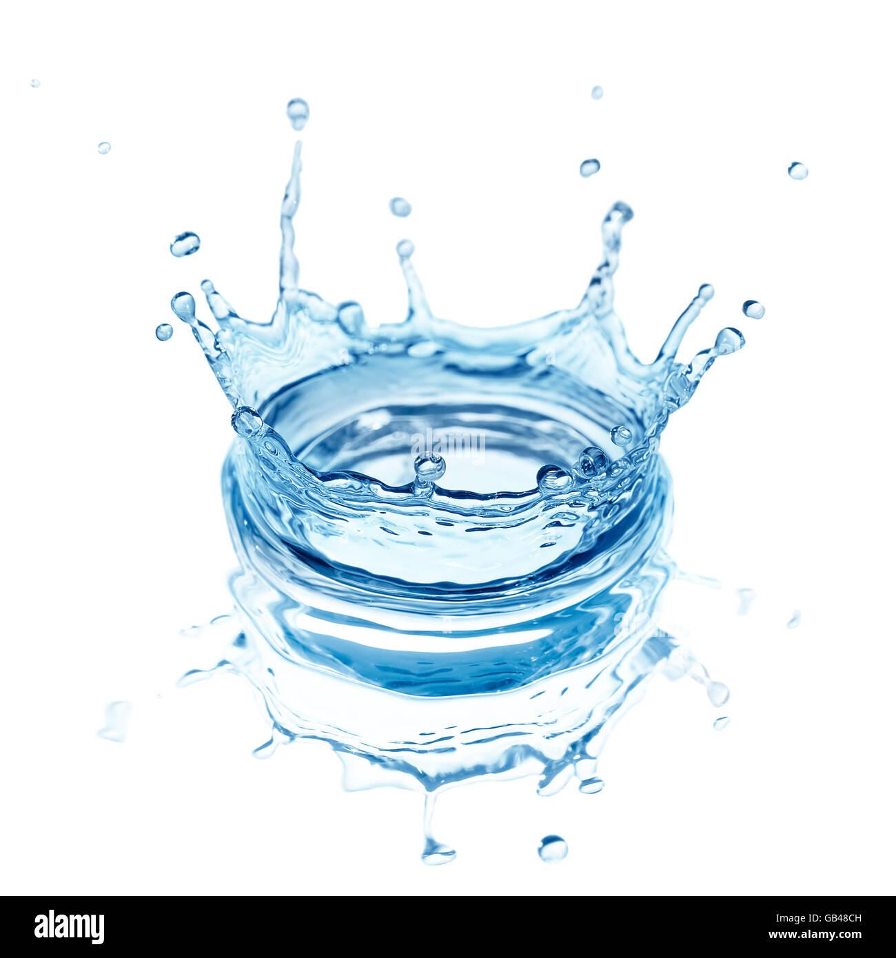 Les projections d'eau isolé sur fond blanc Photo Stock