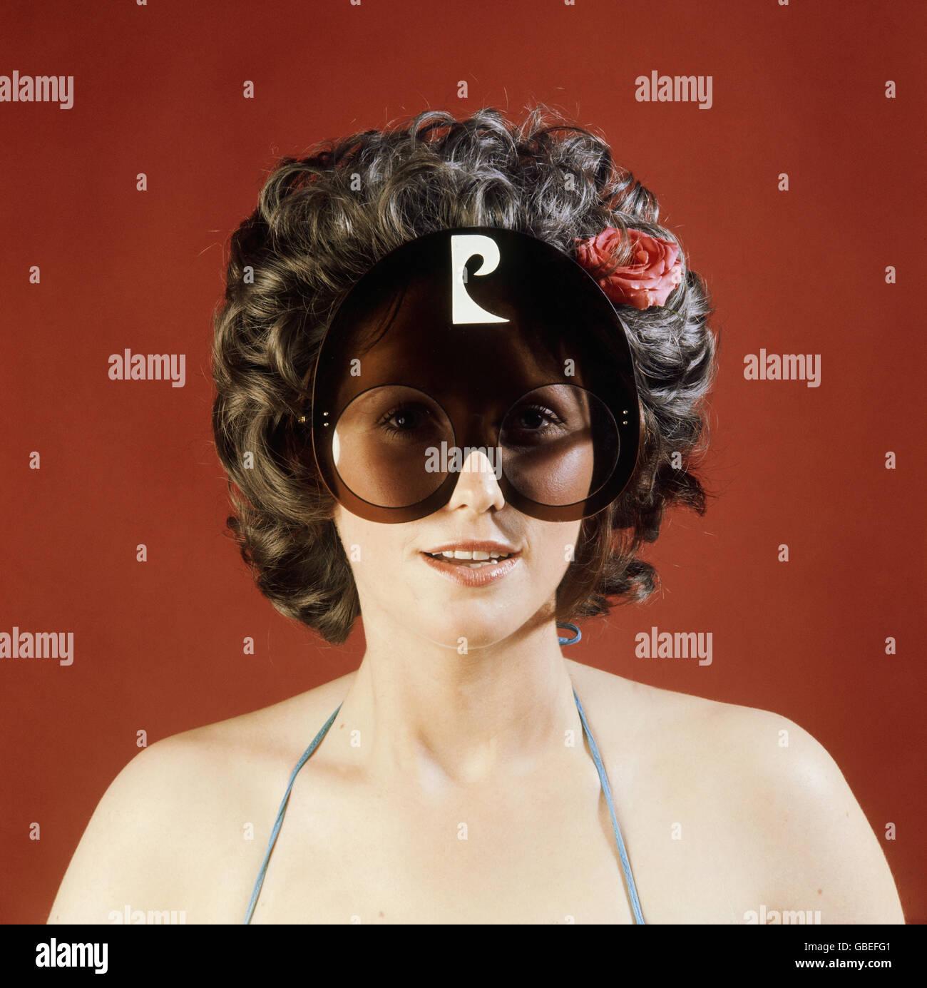Fashion, lunettes, lunettes de soleil femme par Pierre Cardin, 1970, ,  Additional 93ad78ac2182