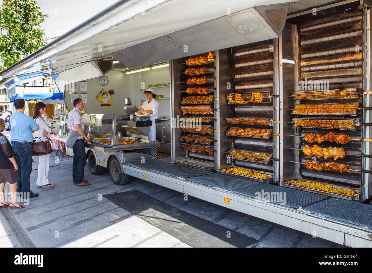 Mise en file d'attente les poulets poulet rôti cuit Photo Stock