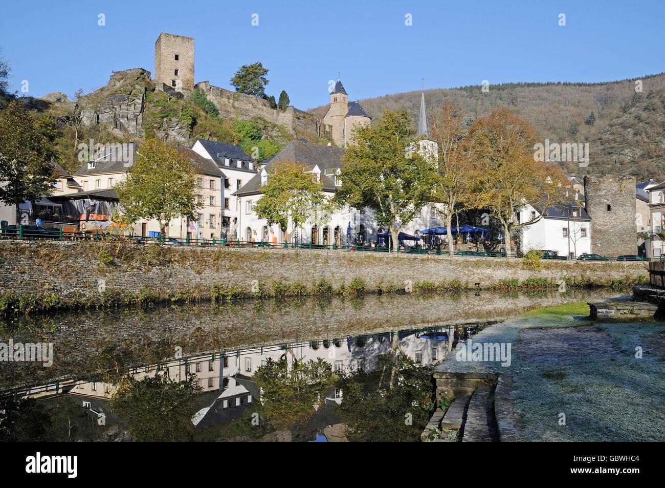 La rivière Sauer, Esch sur sûre, parc naturel Obersauer, Luxembourg Photo Stock