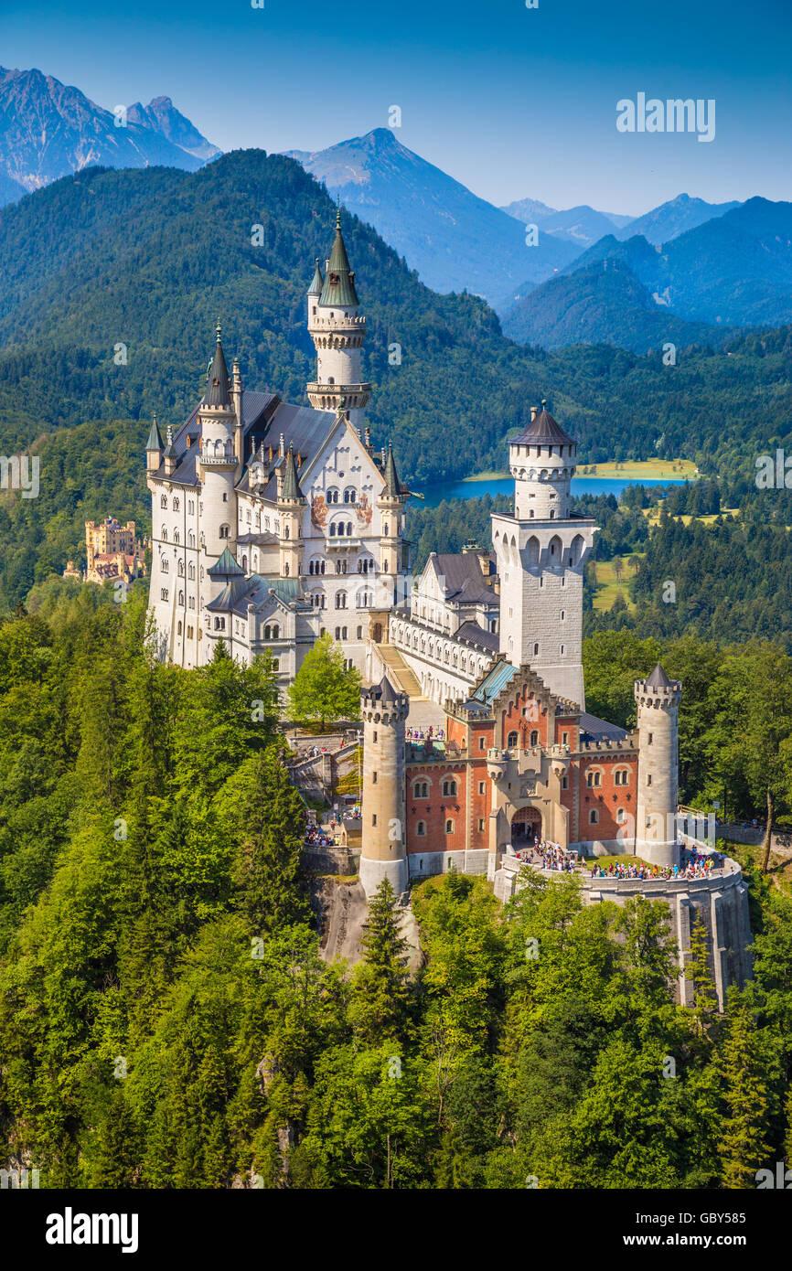 Belle vue de la célèbre château de Neuschwanstein, l'un des châteaux les plus visités Photo Stock