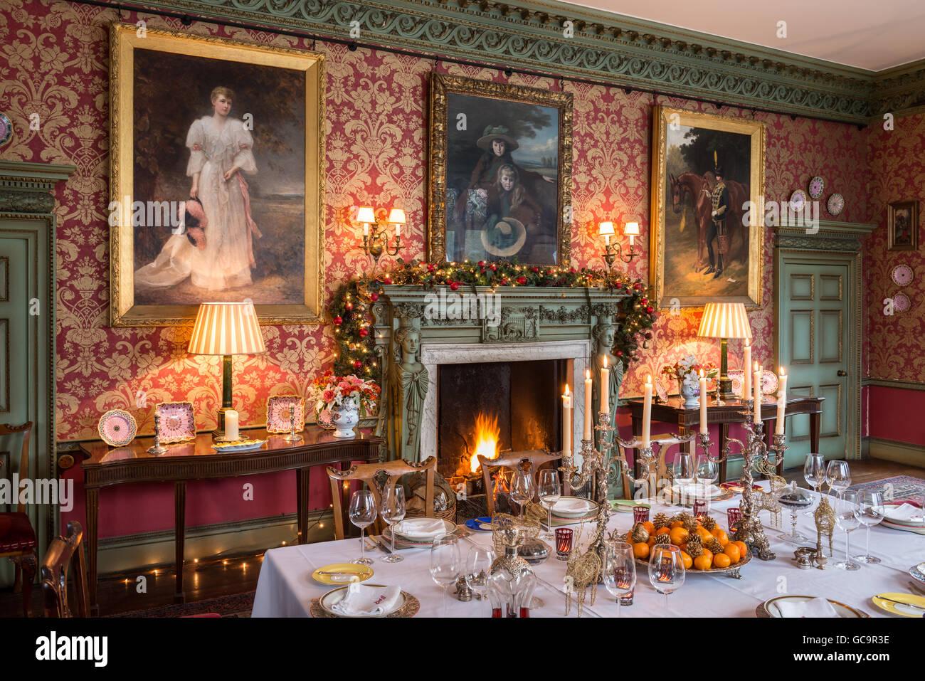 gothique victorien class grade i ensemble salle manger pour le dner de nol avec feu de chemine carlton towers east riding