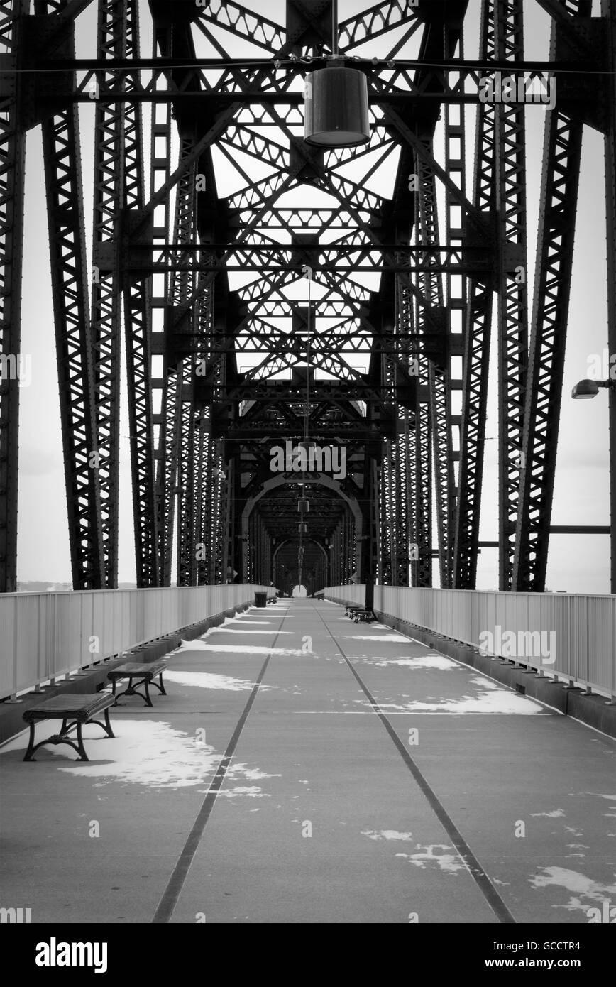 Louisville pont pendant l hiver Banque D Images, Photo Stock ... c50ab43f445