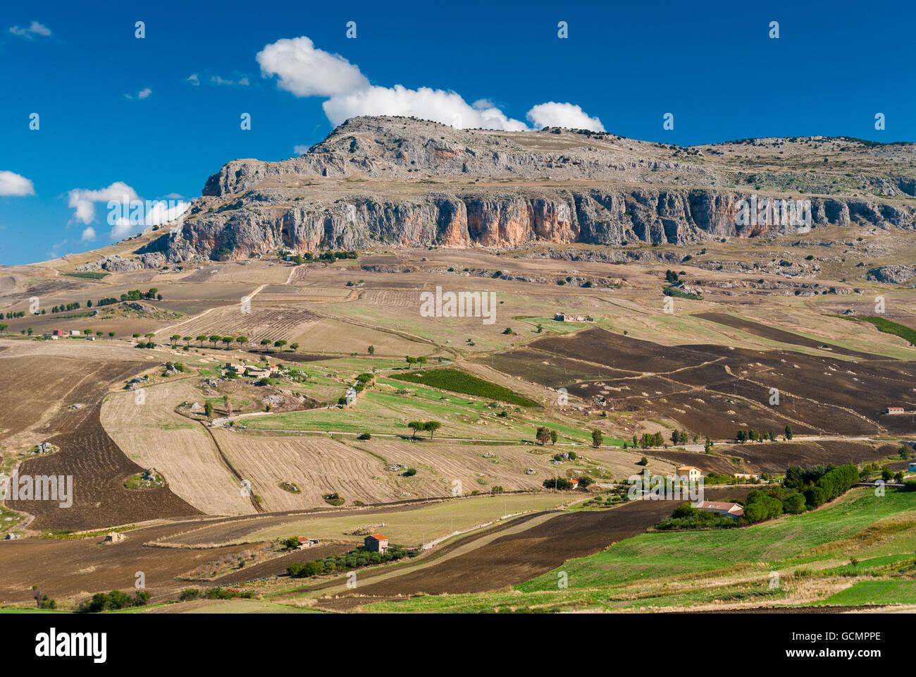 Rocca Busambra, la plus haute montagne de la chaîne de Sicani (ouest de la Sicile) Photo Stock