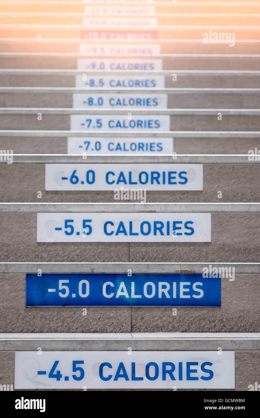 Les escaliers de compter les calories pour faire de l'exercice. (Selective focus) Photo Stock