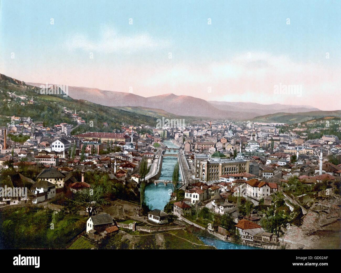 Vue sur le nord de Sarajevo à la fin du 19ème siècle, c.1890-1900 impression photochrome. Photo Stock