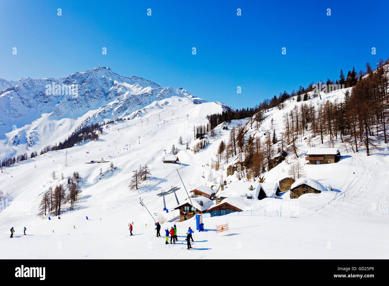 Station de ski de Courmayeur, vallée d'Aoste, Alpes italiennes, l'Italie, l'Europe Photo Stock