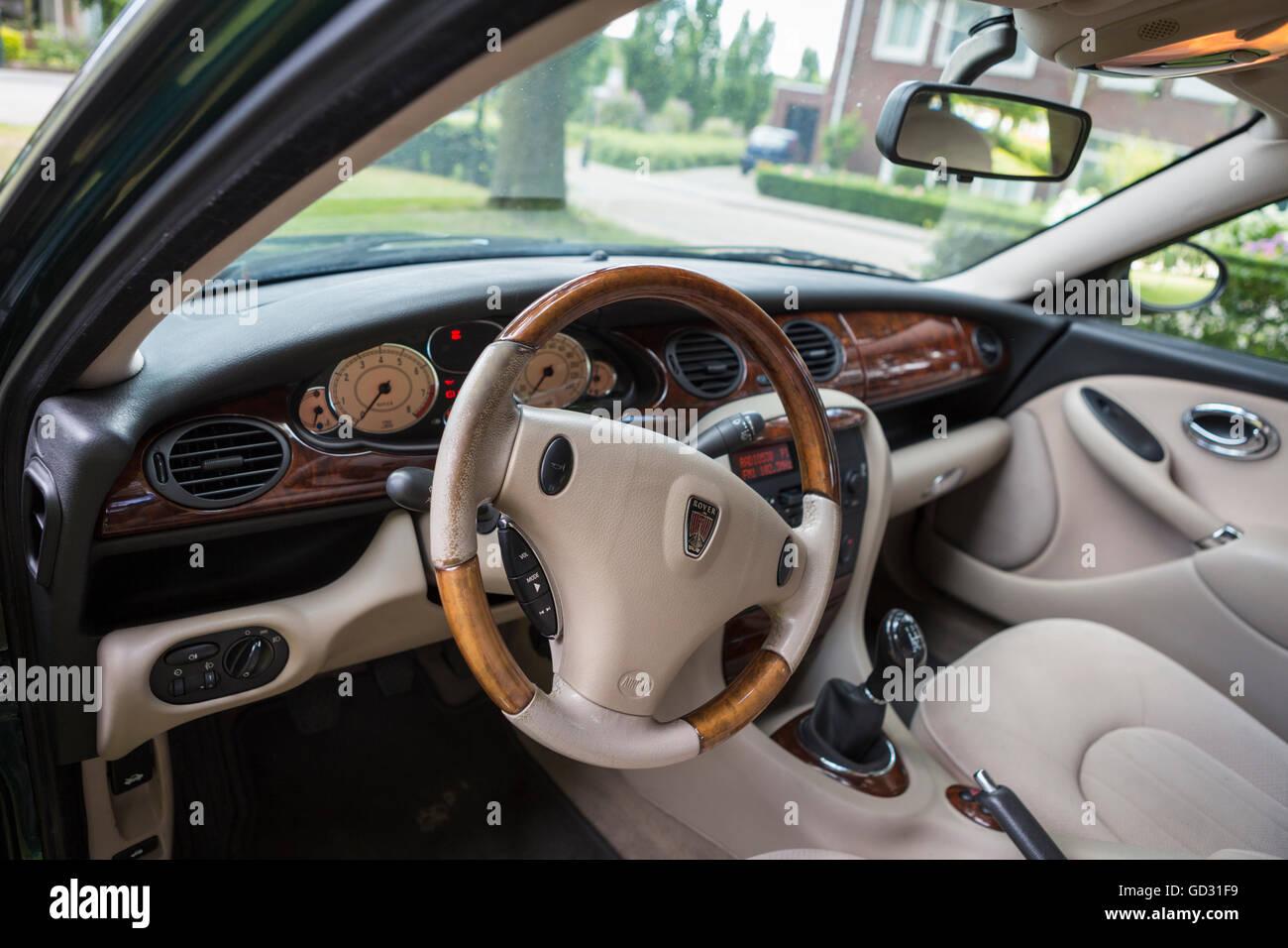 Rover 75 voiture intérieur avec un tableau de bord en noyer, couleur ...