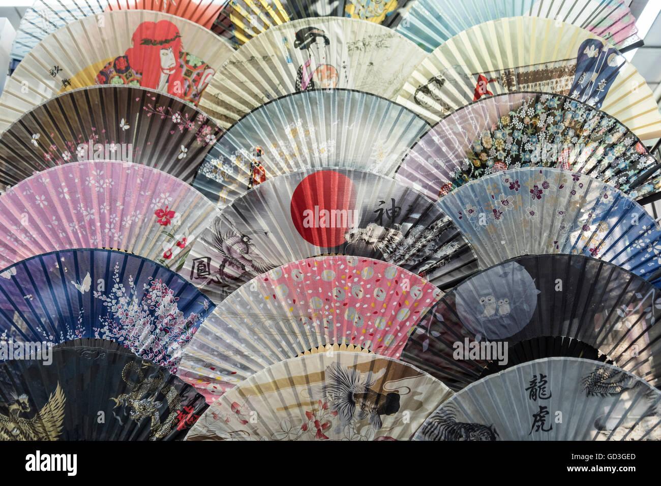 Main fans japonais traditionnel, Asakusa, Tokyo, Japon Photo Stock