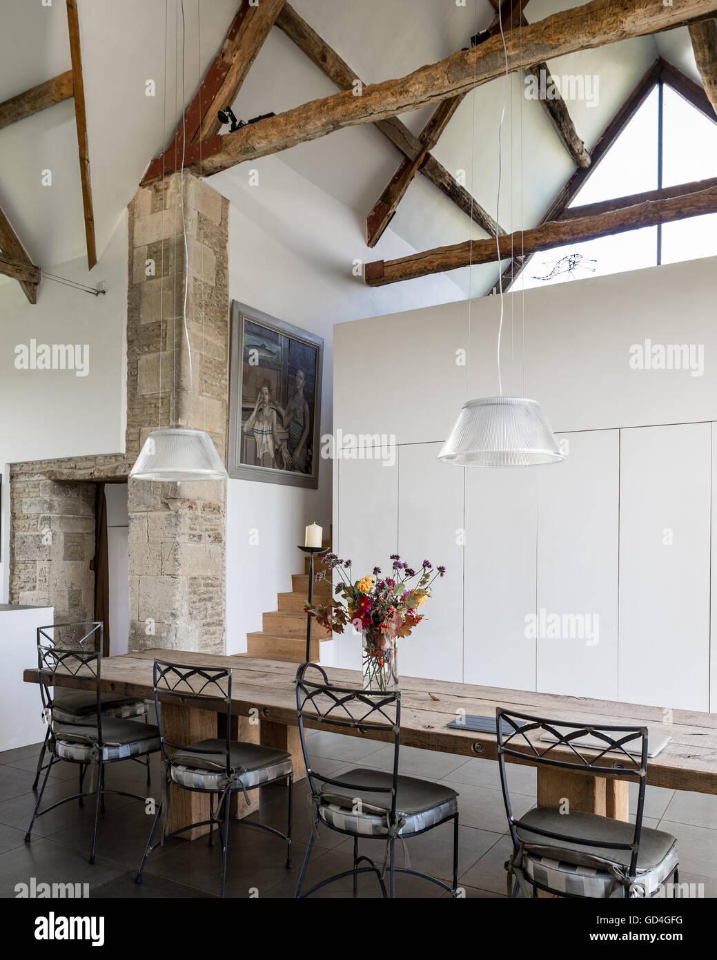 plafond avec poutre comment peindre un plafond avec des poutres avec poutres apparentes id es. Black Bedroom Furniture Sets. Home Design Ideas