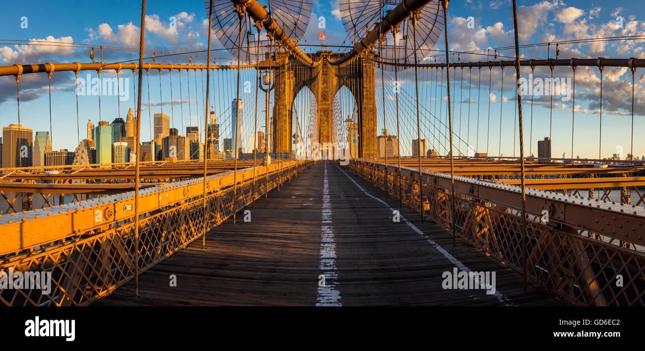 Le Pont de Brooklyn à New York City est l'un des plus anciens ponts de suspension dans l'United States Photo Stock