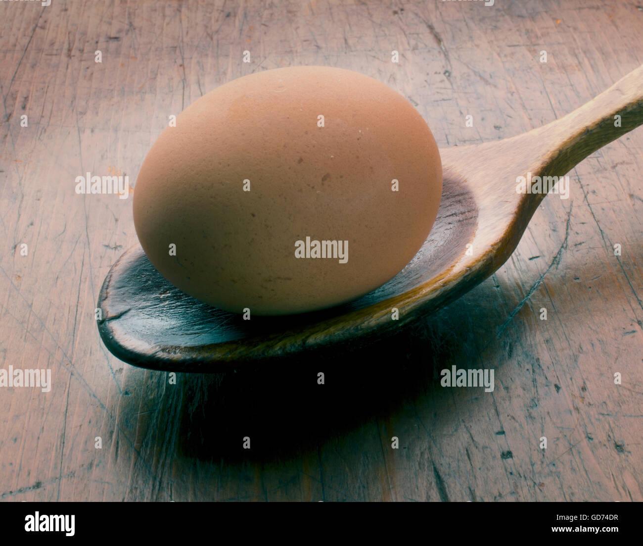 cuillère de bois oeuf Photo Stock