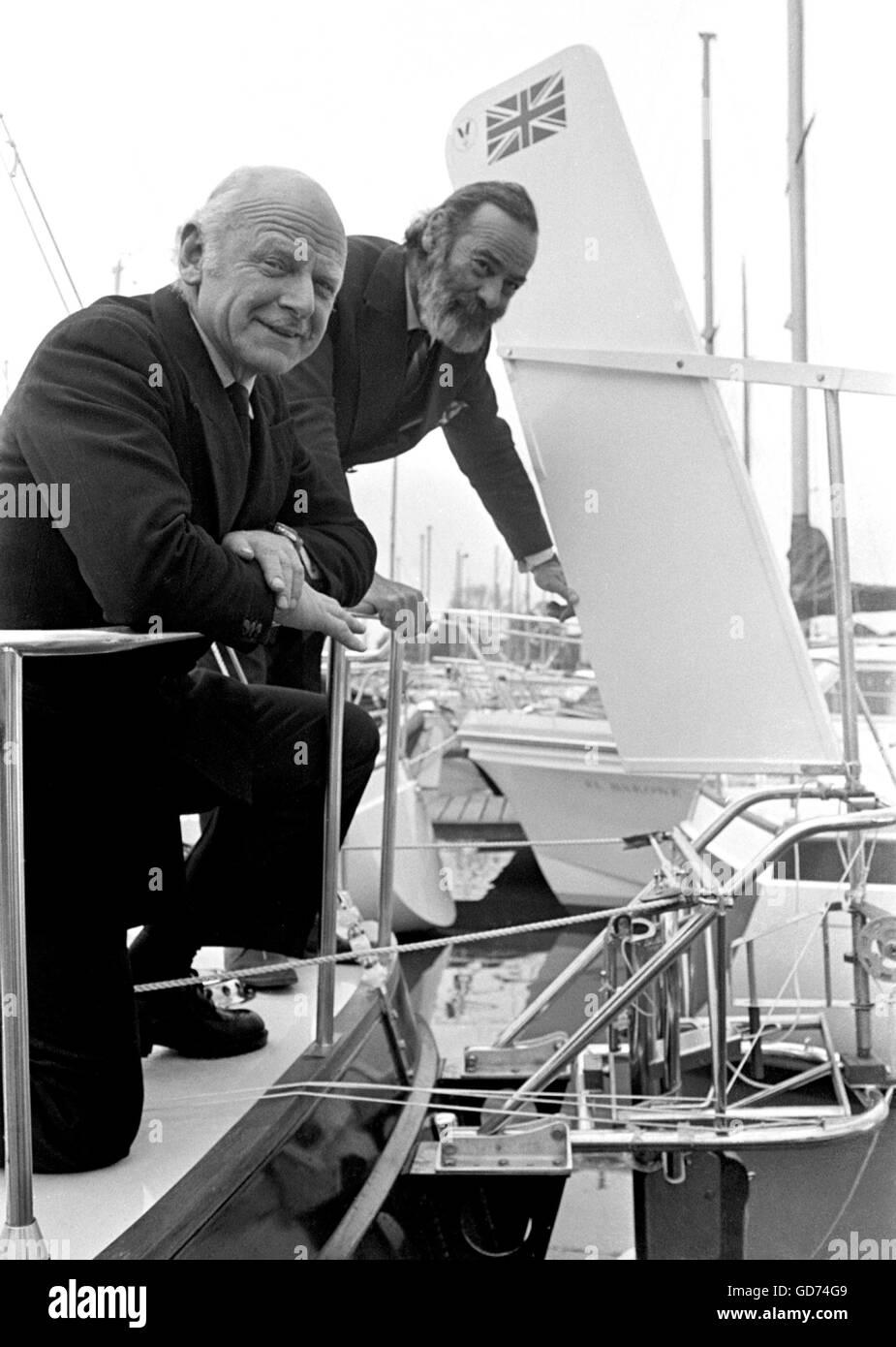 AJAXNETPHOTO. 1976. SWANICK, Angleterre. (R-L) ANGUS PRIMROSE (AVEC LA BARBE) et Blondie Hasler SUR DÉMO, un Photo Stock