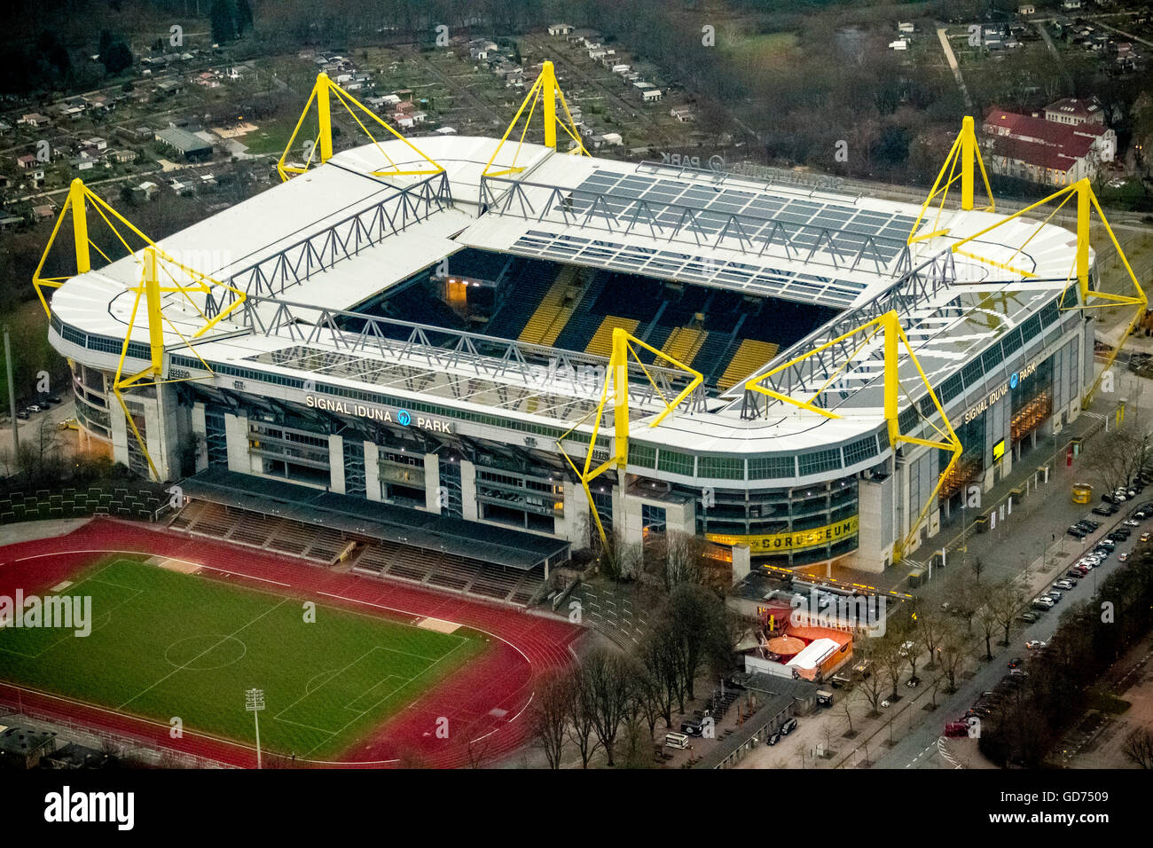 vue a rienne des prises de nuit de westfalenstadion stade. Black Bedroom Furniture Sets. Home Design Ideas