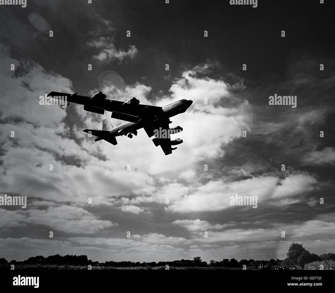 Un bombardier B-52H atterrit à RAF Fairford, Gloucestershire, Banque D'Images