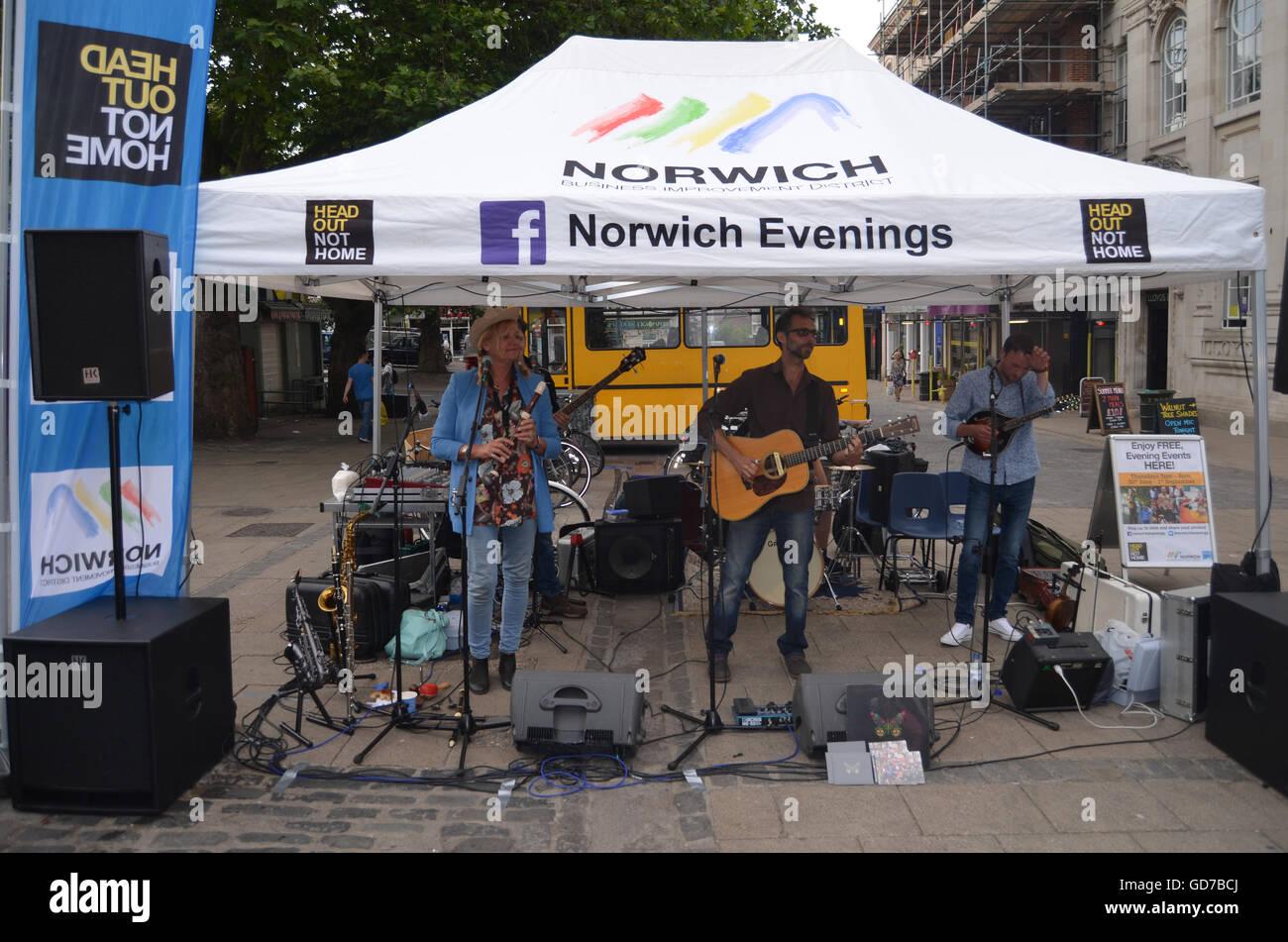 Soirées d'été, Norwich les manifestations tenues au centre-ville de Norwich, Norfolk Juillet Photo Stock