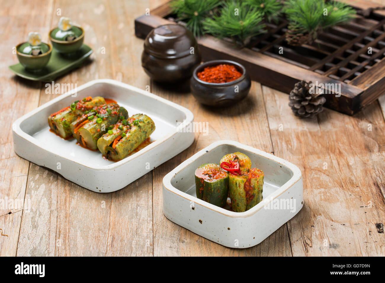 La nourriture traditionnelle coréenne - Kimchi (fermenté/Cornichon, la Cuisine Asiatique) Photo Stock