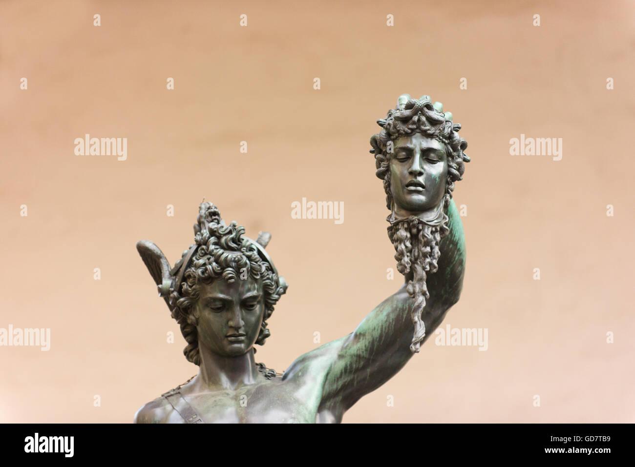 Persée avec la tête de Méduse mais Benvenuto Cellini, une statue en bronze à Florence. Photo Stock
