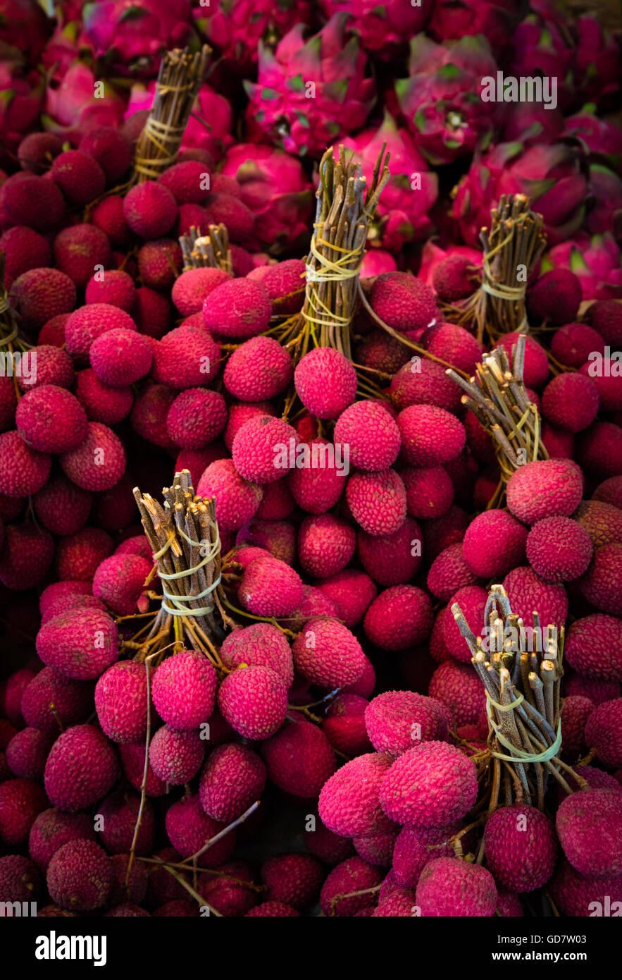 Fruits litchi au marché de rue dans le quartier chinois de New York Photo Stock