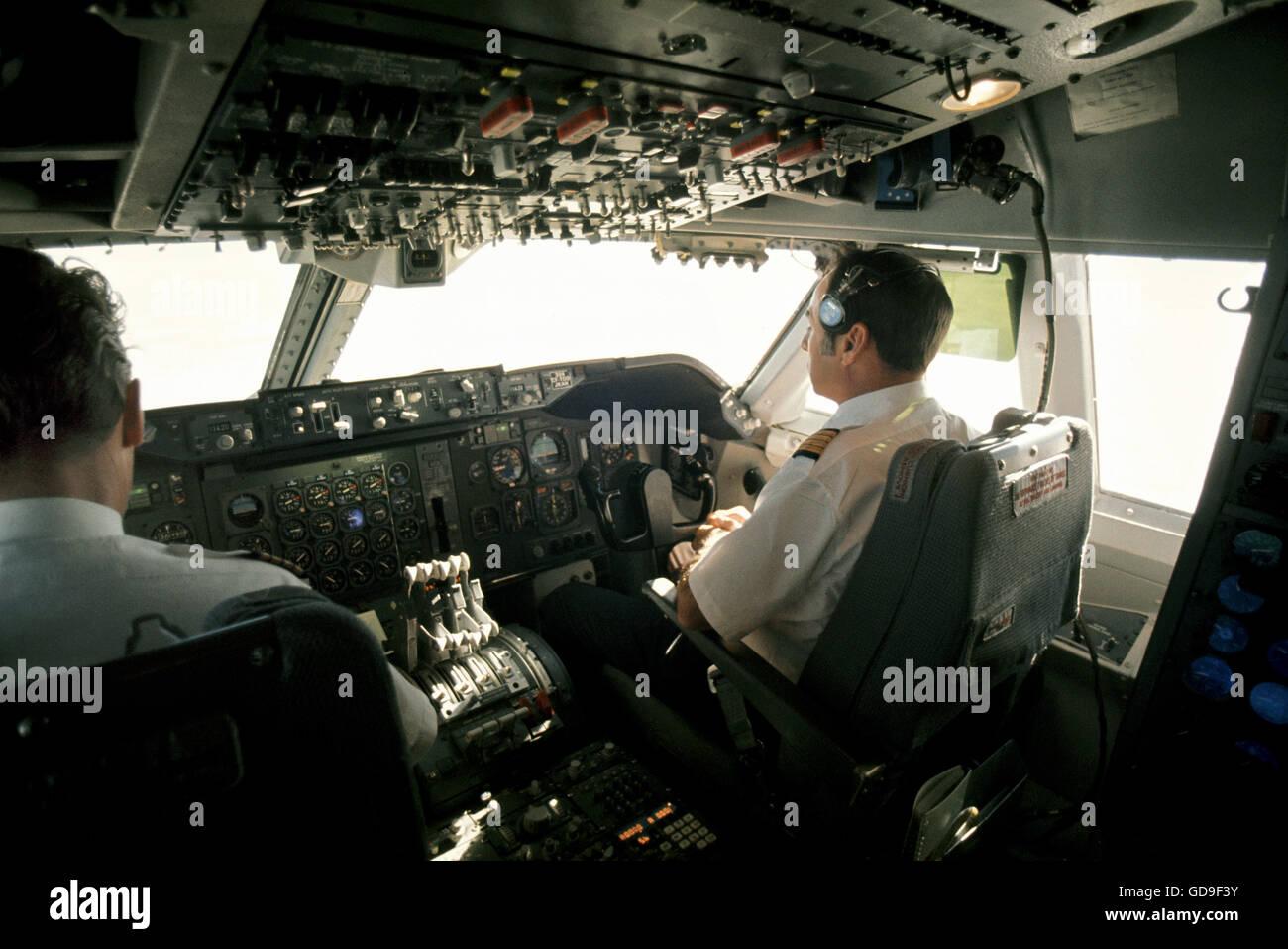 lintrieur dun boeing 747 de pilotage