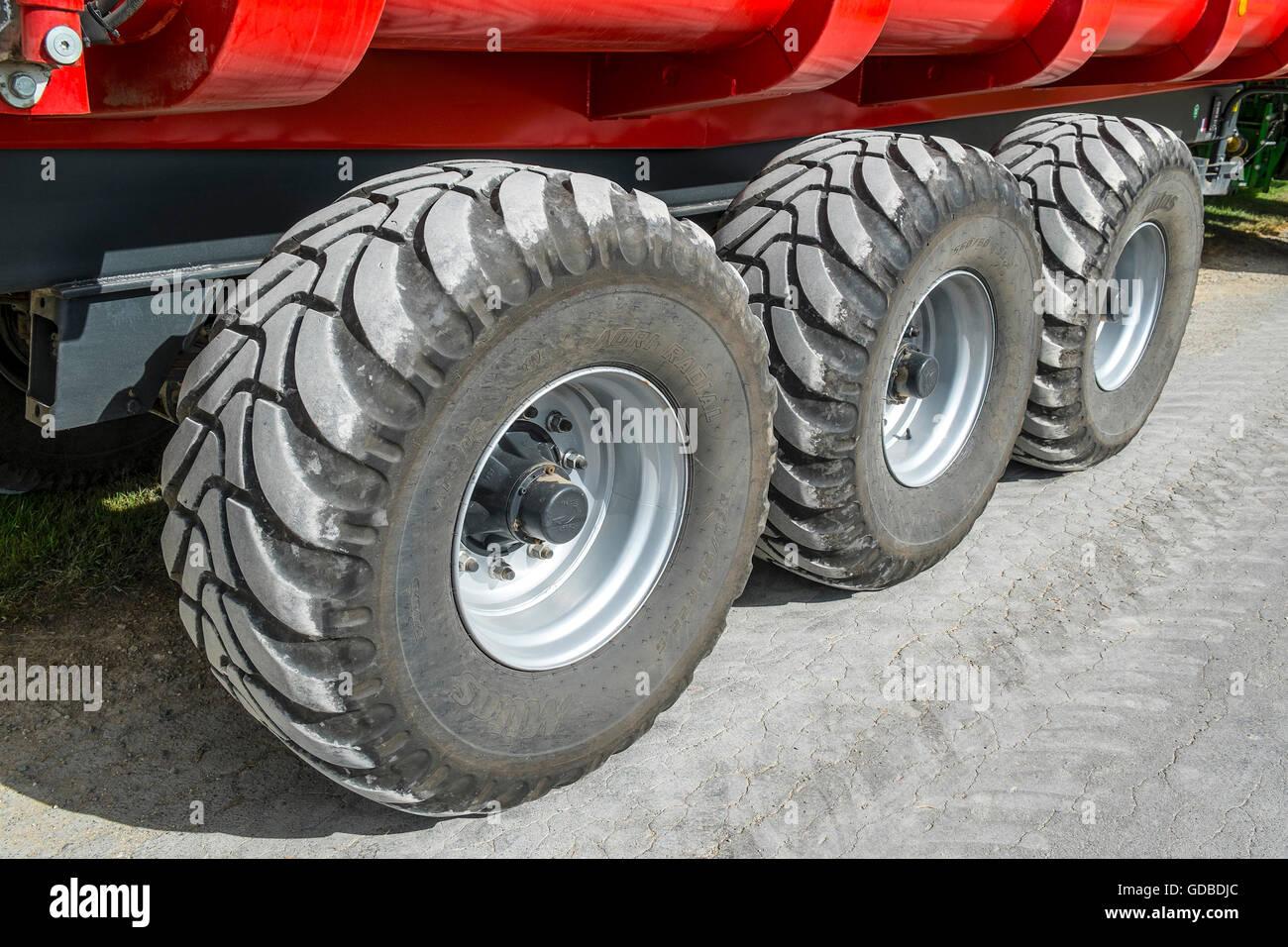 les roues de la remorque agricole et agroalimentaire mitas radial pneus nervur s france. Black Bedroom Furniture Sets. Home Design Ideas