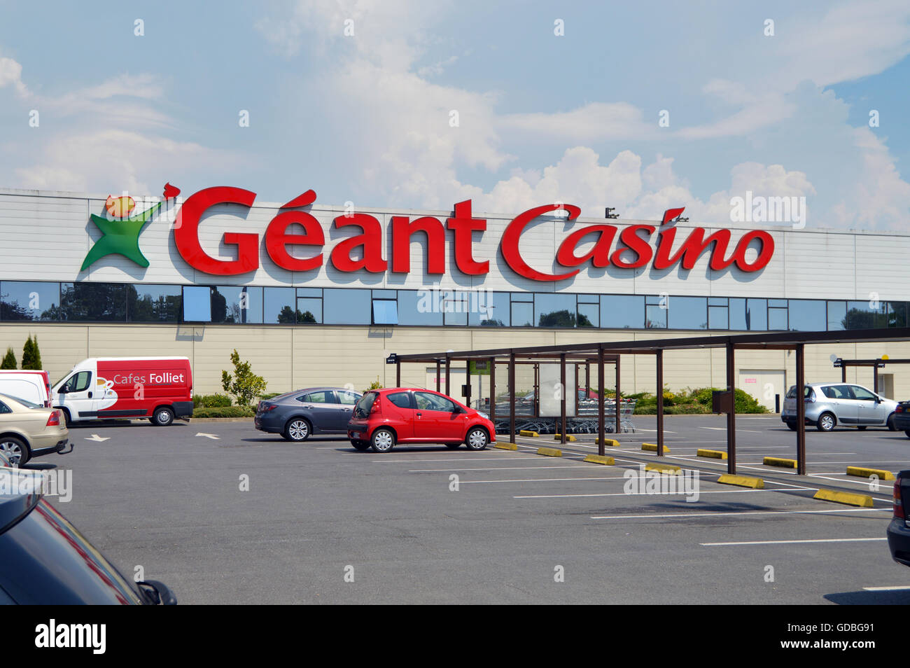 hypermarket hypermarket geant casino photos hypermarket hypermarket geant casino images alamy. Black Bedroom Furniture Sets. Home Design Ideas