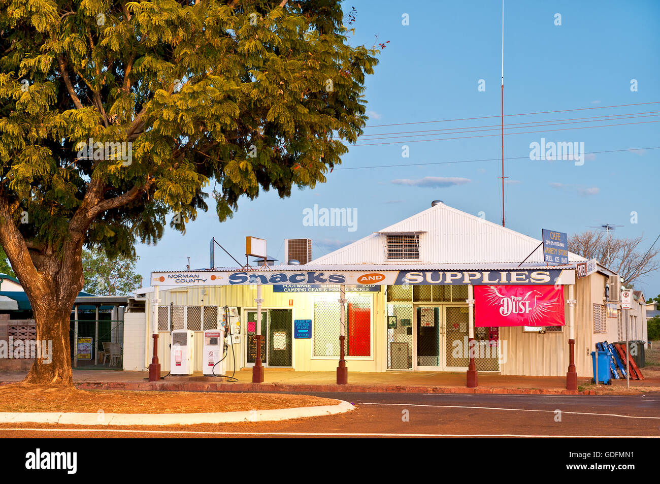 Magasin de variété dans l'outback ville de Normanton. Photo Stock