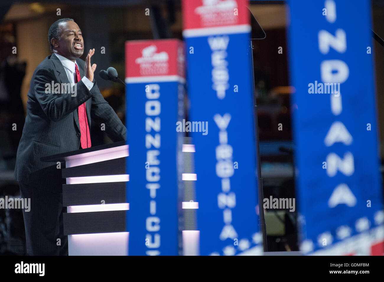 Cleveland, Ohio, USA . 19 juillet, 2016. Le Dr Ben Carson consacré au deuxième jour de la Convention nationale républicaine le 19 juillet 2016 à Cleveland, Ohio. Plus tôt dans la journée, les délégués ont officiellement soumis Donald J. Trump pour président. Credit: Planetpix/Alamy Live News Banque D'Images