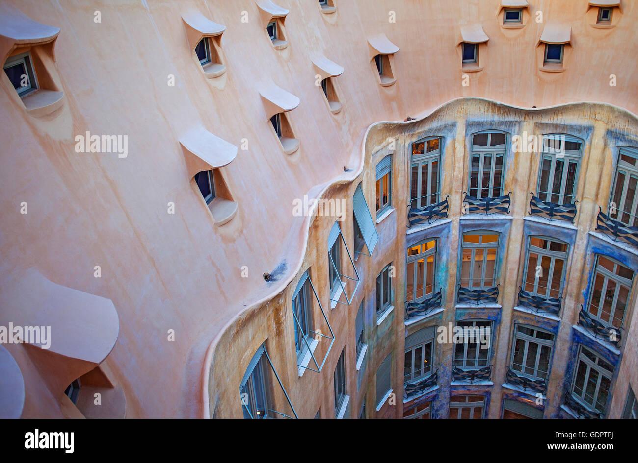 Vue sur la cour intérieure, La Pedrera, Casa Mila, Barcelone, Catalogne, Espagne Photo Stock