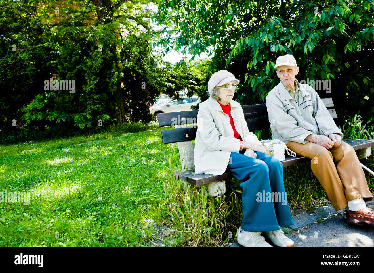 Couple de personnes sur un banc Photo Stock