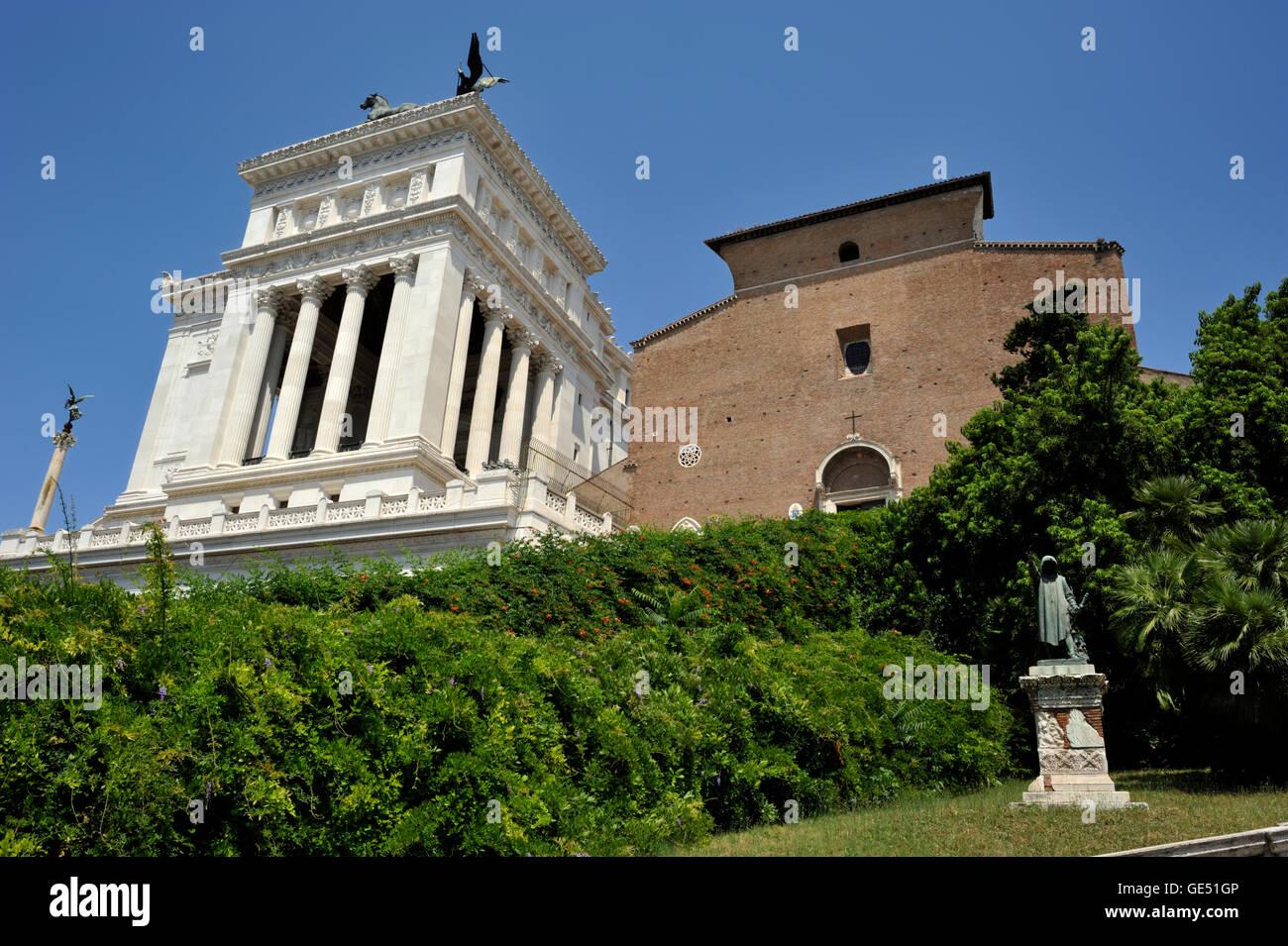 L'Italie, Rome, église de Santa Maria in Aracoeli et vittoriano Photo Stock
