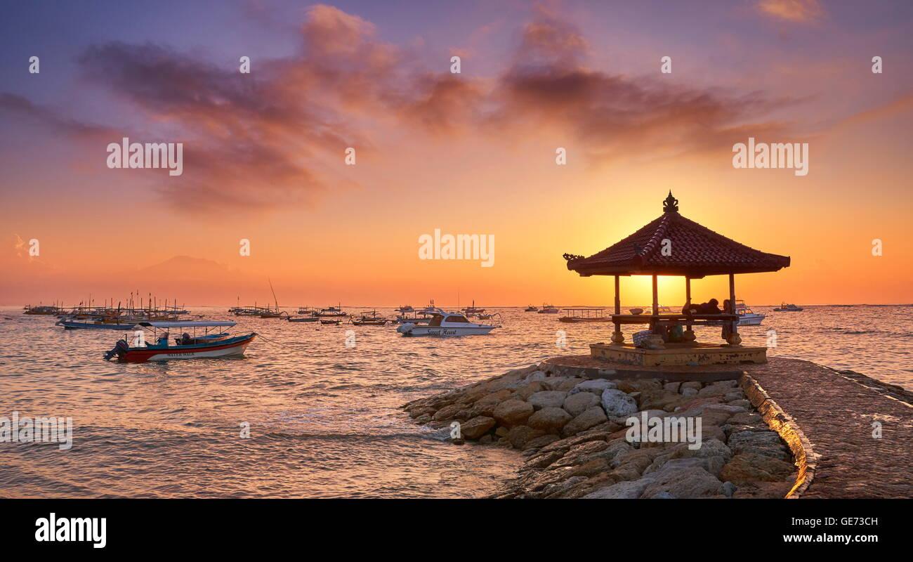 La plage de Sanur, au lever du soleil, Bali, Indonésie Photo Stock