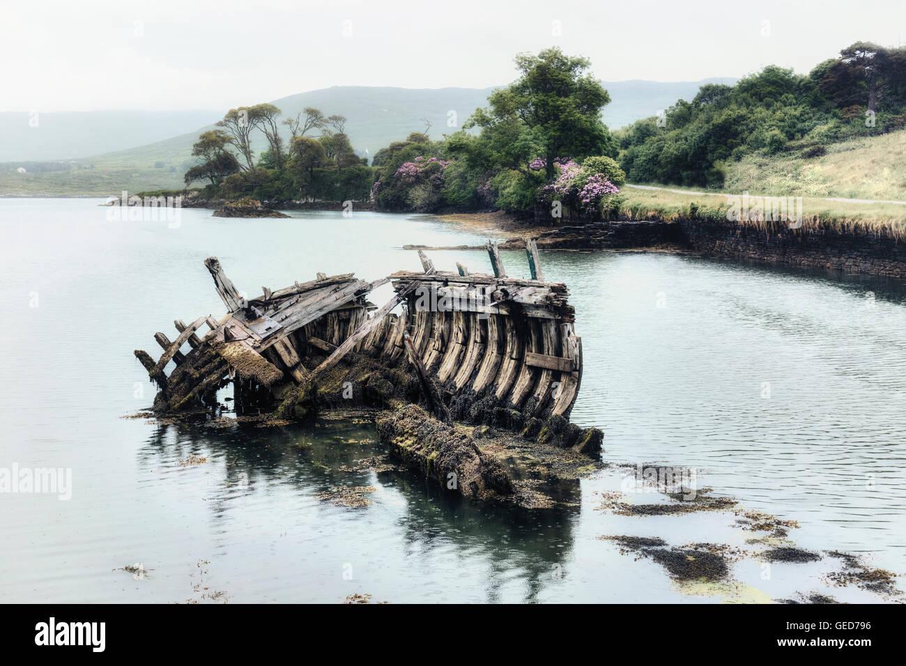 Une vieille épave dans la mer Banque D'Images