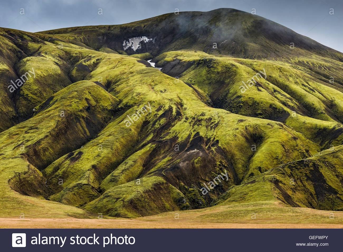 Montagnes dans la région de Landmannalaugar dans les hautes terres du centre de l'Islande Photo Stock