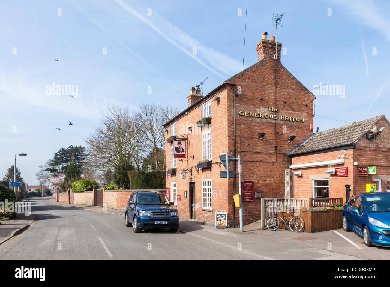 Le généreux Briton pub sur Rue principale dans le village de Costock, Lancashire, England, UK Photo Stock