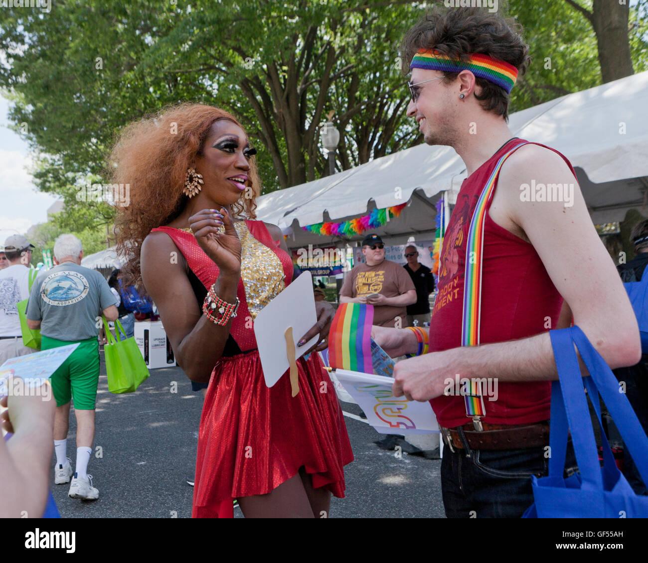 Drag Queen noir modèle de promotion à un événement LGBT - USA Photo Stock