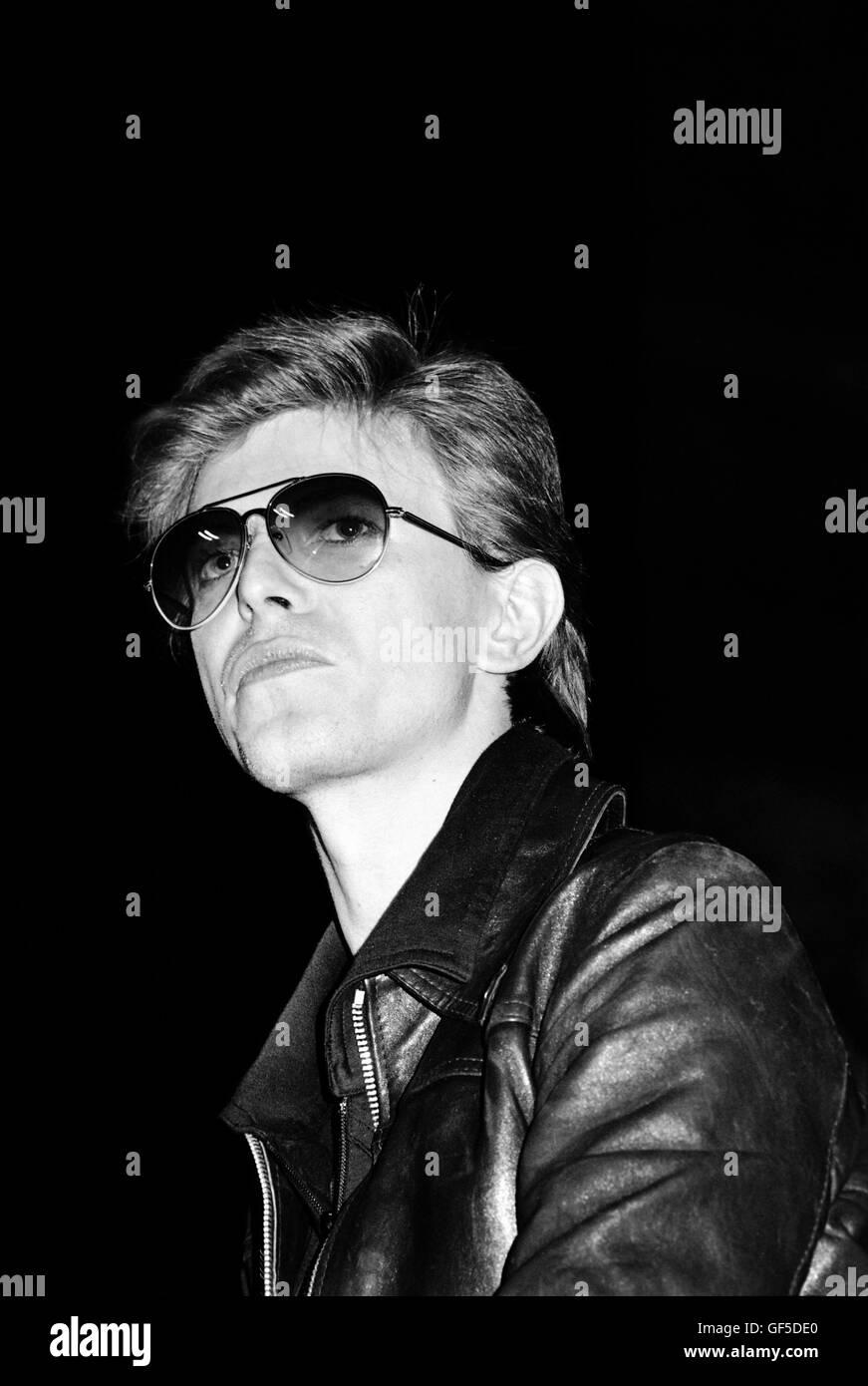 David Bowie sur scène le monde idiot avec Iggy Pop à la Tower Theater. Philadelphia, PA. Le 19 mars 1977. Photo Stock