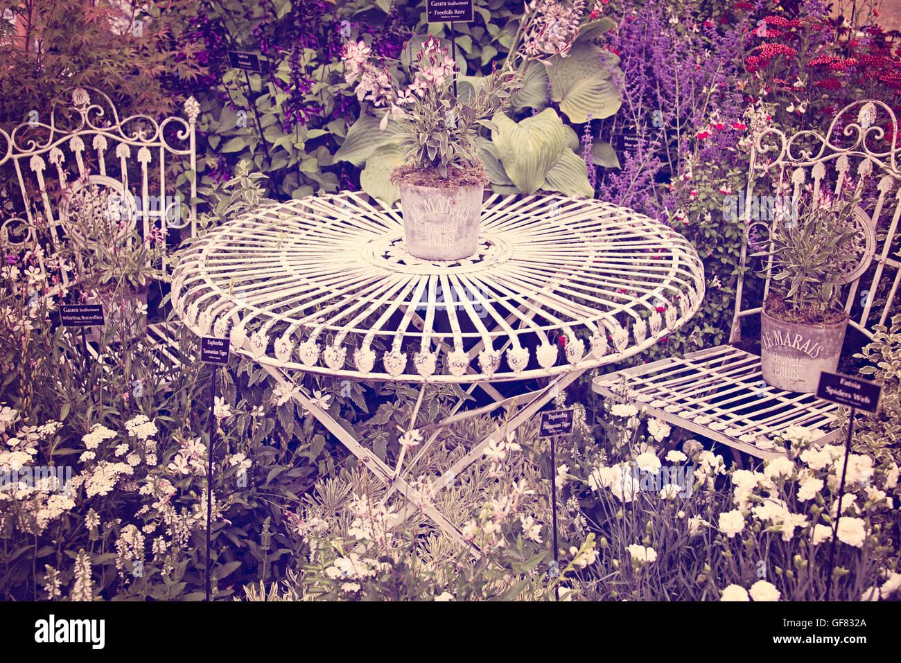 Shabby chic vintage metal mobilier de jardin table et ...
