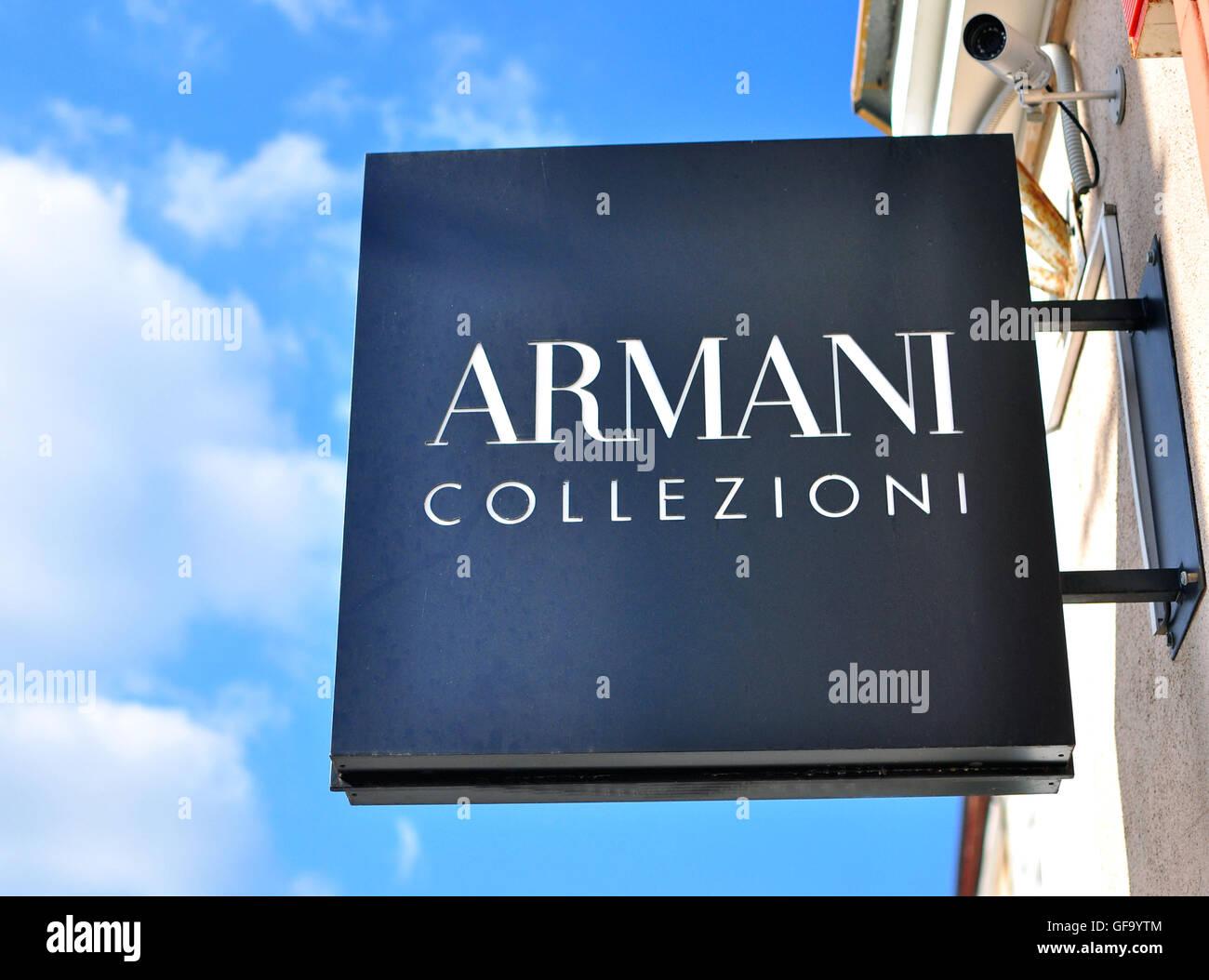 MINSK, BELARUS - 4 octobre   Armani Collezioni logo sur le magasin phare à  Minsk 8e1c6719ddf4