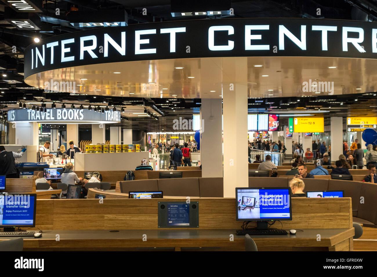 Le centre Internet, Internet Centre en salle d'embarquement à l'aéroport Schiphol Amsterdam 2 Banque D'Images