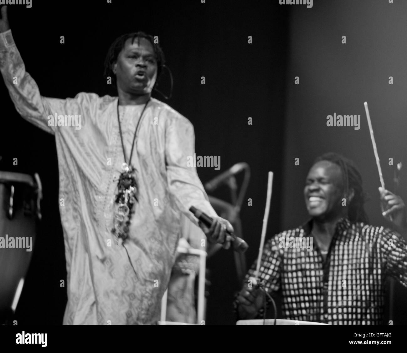 Musicien légendaire Baaba Mal du Sénégal à jouer au monde 2016 WOMAD Arts de musique et dance Photo Stock