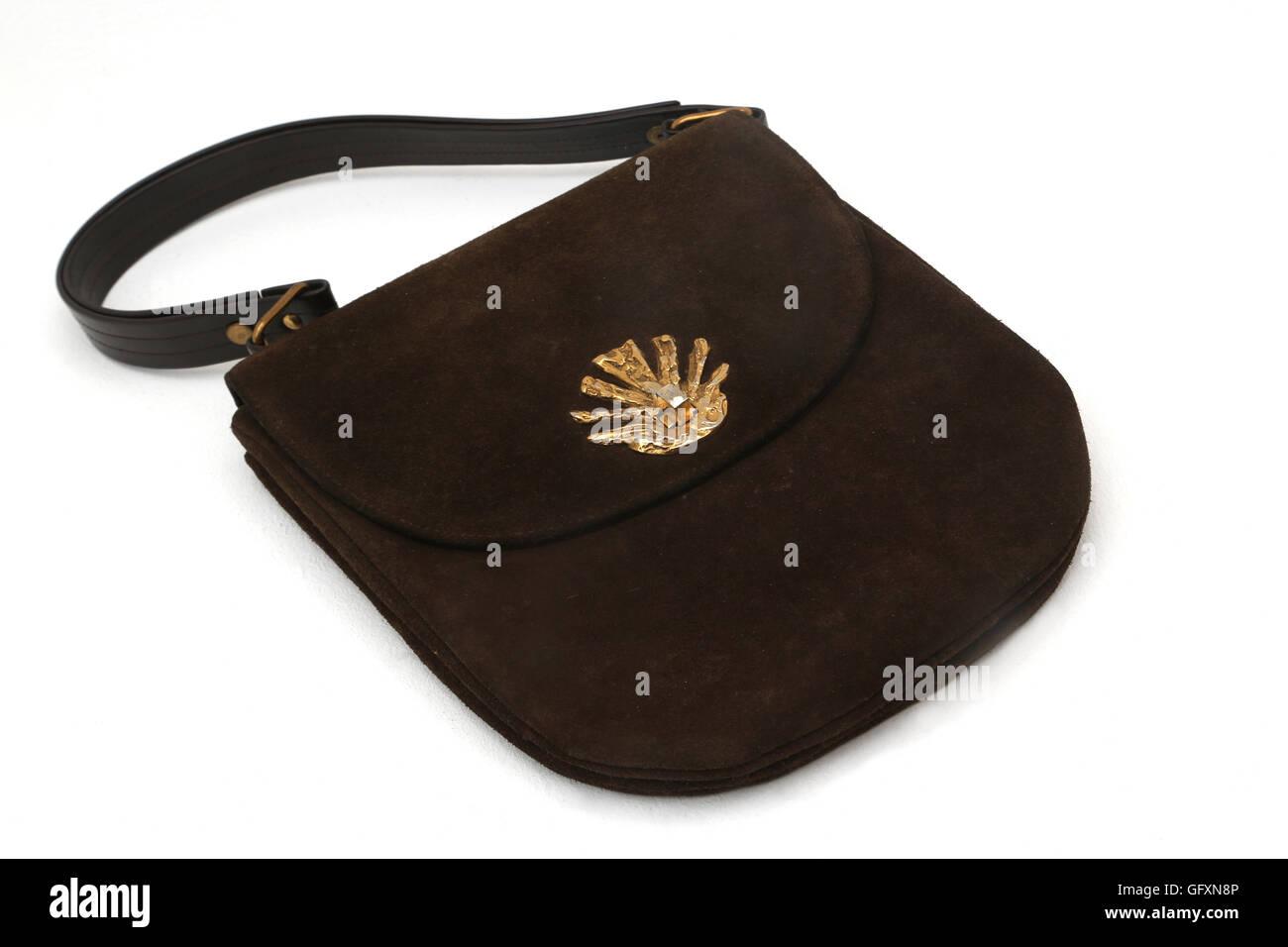 2b8efa112e Vintage 1950 Waldybag avec sac à main en daim marron fermoir métal Photo  Stock