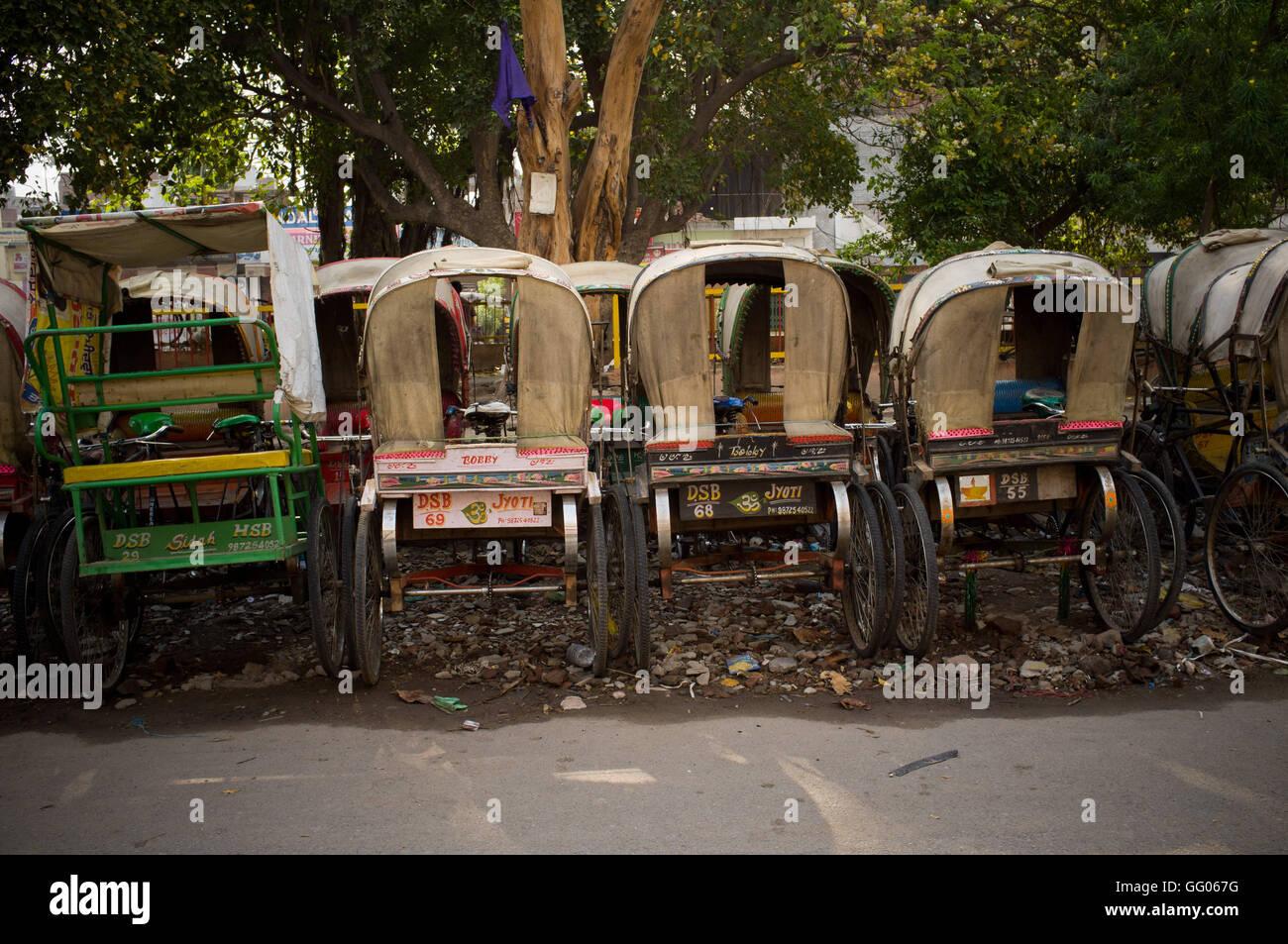 Amritsar, Punjab, en Inde. 12 mai, 2013. L'image de fichier - garé vélos-pousse à Amritsar, Inde. Note aux rédacteurs: Banque D'Images