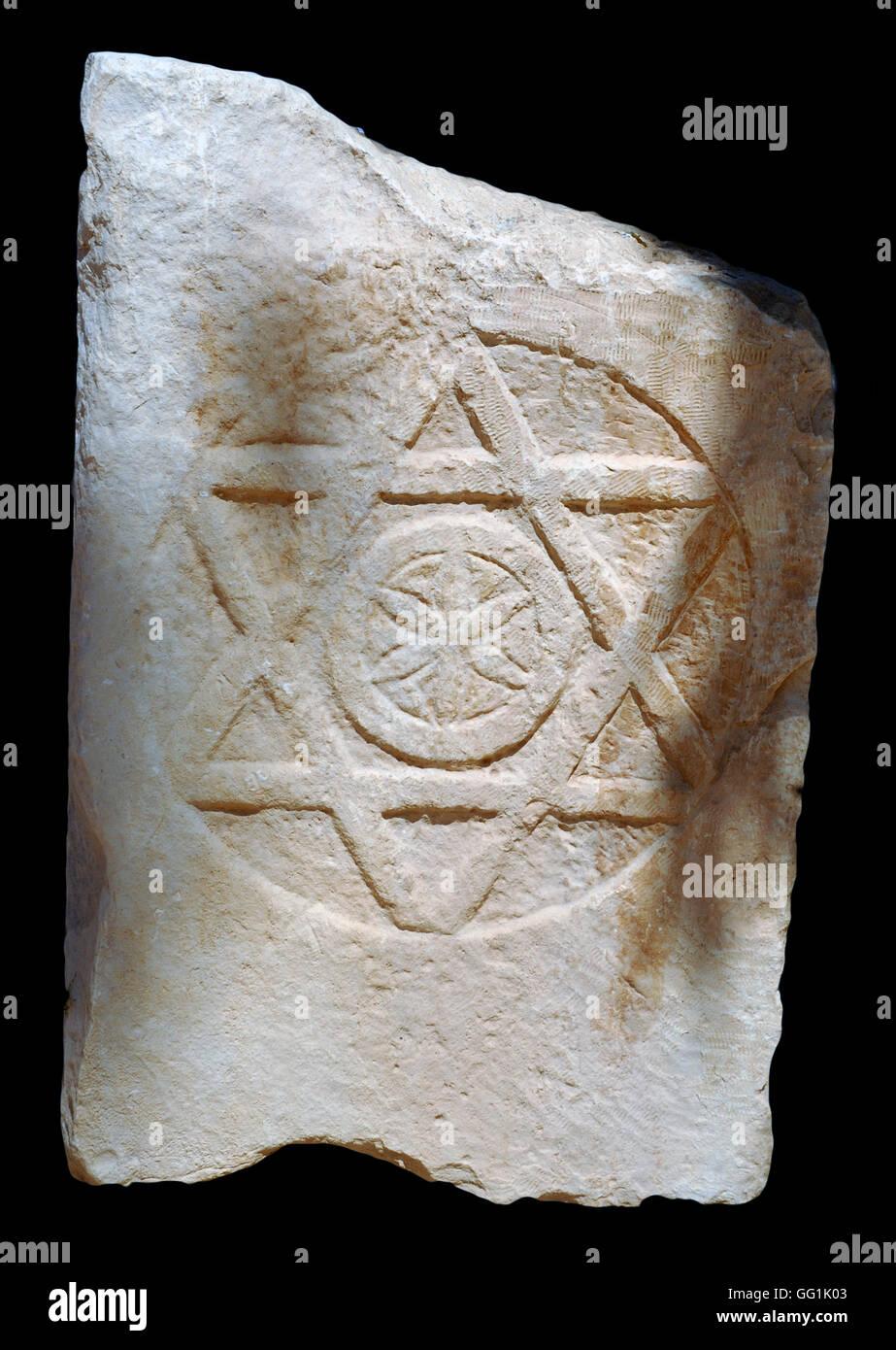 5888. Linteau d'un bâtiment trouvé à Tell es-Simadi, décoré de l'étoile de Photo Stock