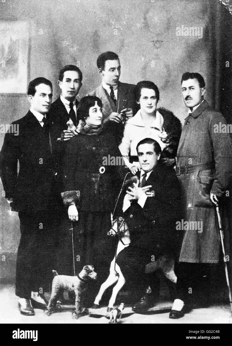 """Mouvement dadaïste. Picabia sur son """"dada"""" (cheval). Derrière lui, G. Everling 1919 France Photo Stock"""