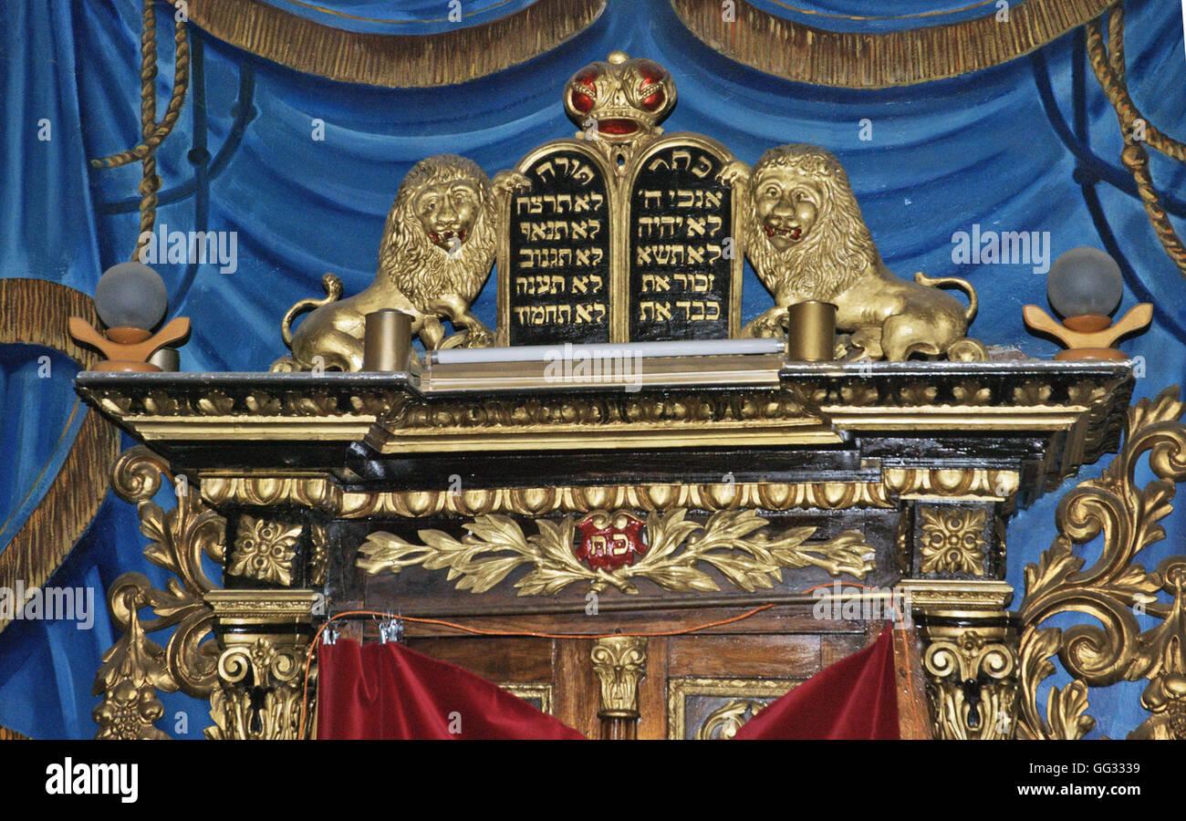 5523. Arche en bois décoré (détail) de la synagogue en Suceva , Roumanie Photo Stock