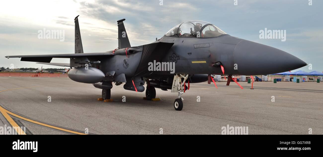 Air Force F-15E Strike Eagle fighter jet sur une piste Banque D'Images